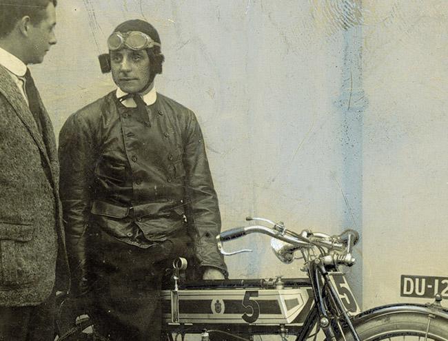 1908: TRIUMPH 赢得了 TT 大赛